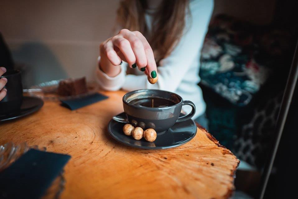 Doti-chwila-przyjemności-w-samotności-orzechy-w-czekoladzie-z-kawą