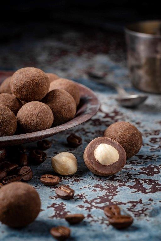 Słodki-prezent-pod-Choinkę-orzechy-laskowe-w-czekoladzie-mlecznej-z-kawą-z-Doti
